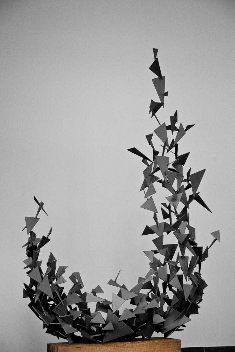 """Ariane Kipp, """"Aufwärts"""", 2013, Stahl verzinkt und lackiert, 173 x 120 x 55 cm"""